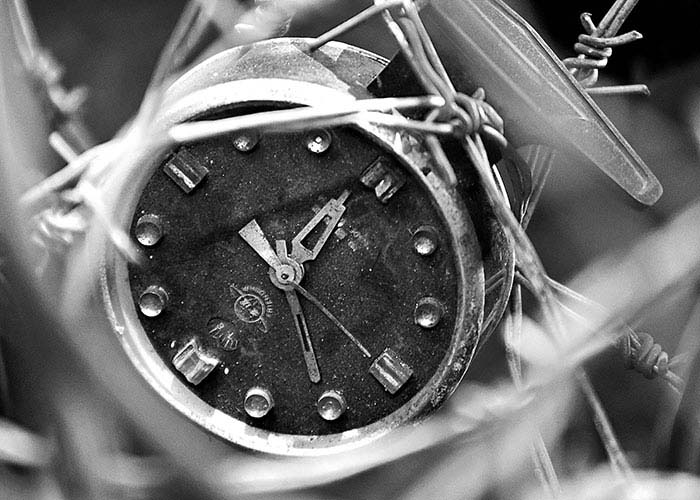 Black & White Photography : an Old Clock
