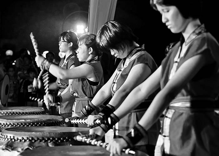 Black & White Photography : Drum Girls