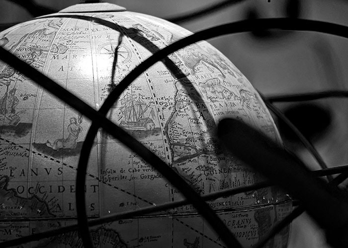 Black & White Photography : A Globe