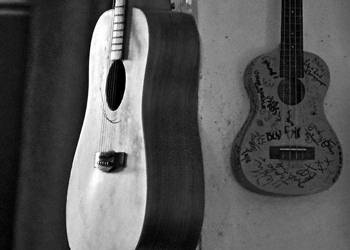 Black & White Photography : guitar & ukulele