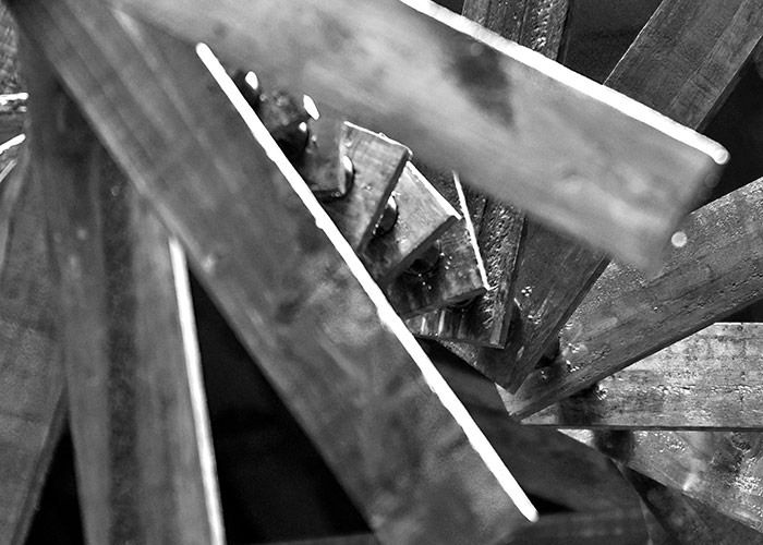 Black & White Photography | A wooden sculpture